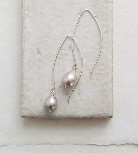 Linear drop gray pearl earrings in sterling silver handmade by Carrie Whelan Designs