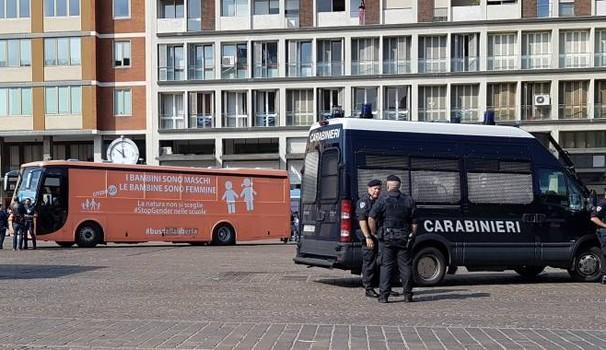 bus anti gender
