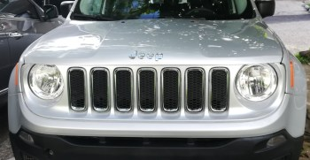Hermoso Jeep Renegade 2015 Sport Automatica semi convertible bolsas no dañadas ya con placas con a/c como nueva precio negociable