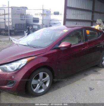 Vendo Hyundai Elantra 2013, (A reparar), Reservelo Ya!, Estara en Aduana en aproximadamente 28 dias, Automático, Full Extras (vidrios y espejos eléctricos), bolsas buenas, rines, $5300 Inf. al correo ó 79278982