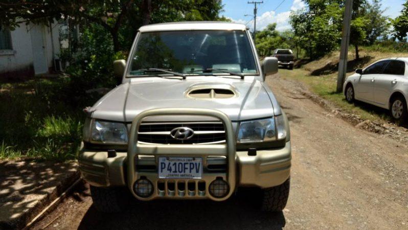 Hyundai Montero 2000 motor turbodisel intercooler. No quema aceite. Estado de motor y transmicion bueno. Nuevas llantas, bateria, starter, injectores de combustible, candelas de precalientar. Negosio.