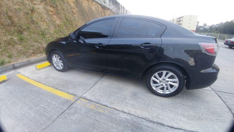 Mazda3 2012 ubicado en Guatemala MAZDA 3 I TOURING 2012 COLOR NEGRO • Motor 2.0 4 cilindros skyactive • Caja Tiptronic • Todas las bolsas de aire intactas • Tapicería en excelente estado • Cerradura Central • Full Equipo • Aire Acondicionado Al 100% Climatizado