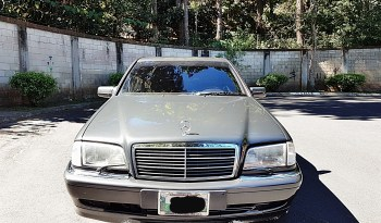 Mercedes Benz 190e 2000. Carro elegante y muy cómodo con todas sus medidas de seguridad. Totalmente de agencia sin ningún choque en buen estado, necesita algunos detalles a arreglar. Se puede negociar si es en efectivo. No presenta choques, Historial de mantenimiento, Documentos en regla