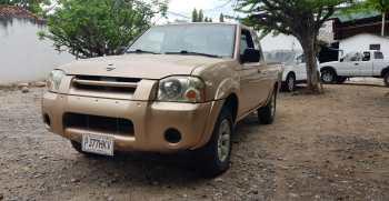 Nissan Xterra 2001, 4 cilindros, mecánico, extra cab, palangana larga, calcomanía 2020 pagada, papeles en orden y listos para traspaso. Negociable