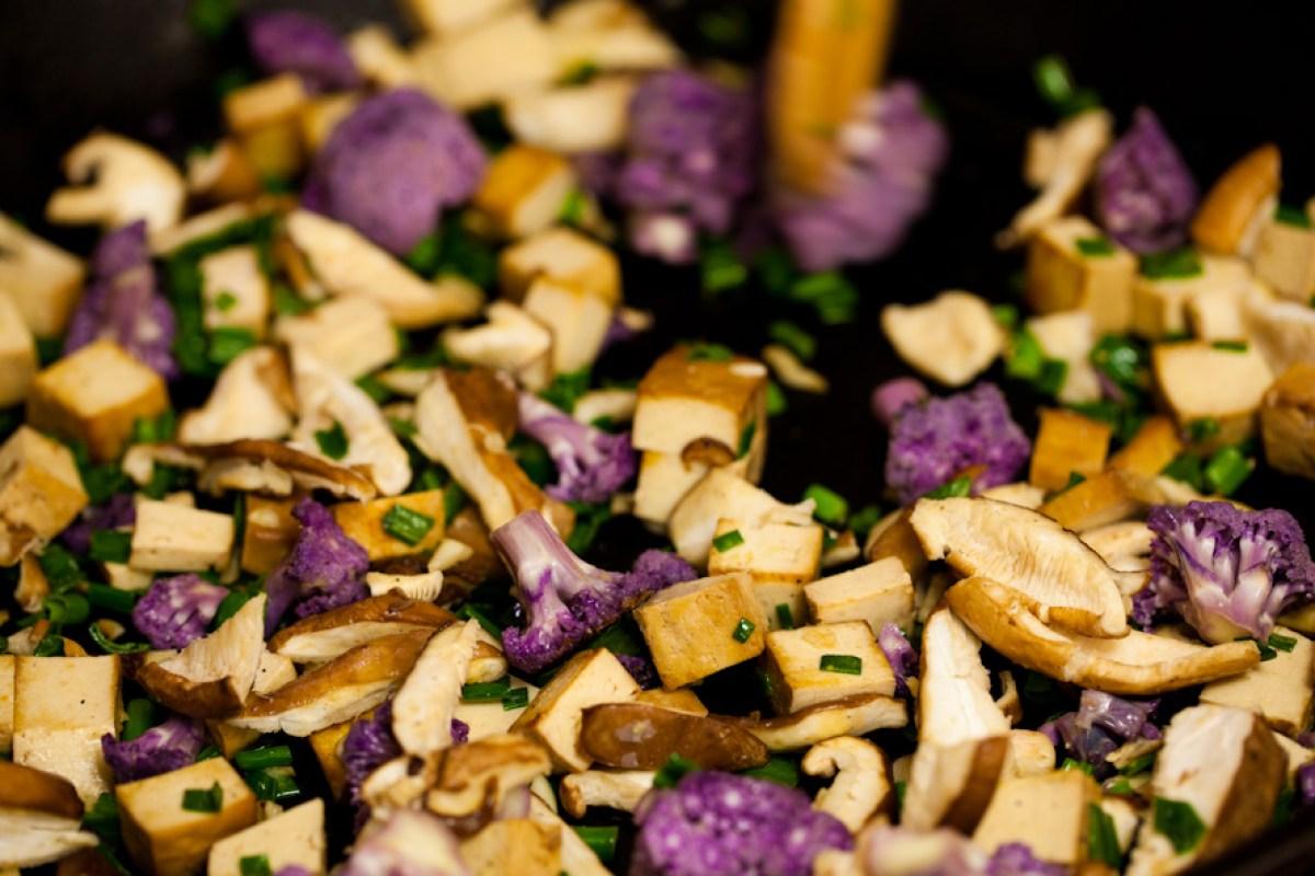 vegan dumplings with peanut sauce