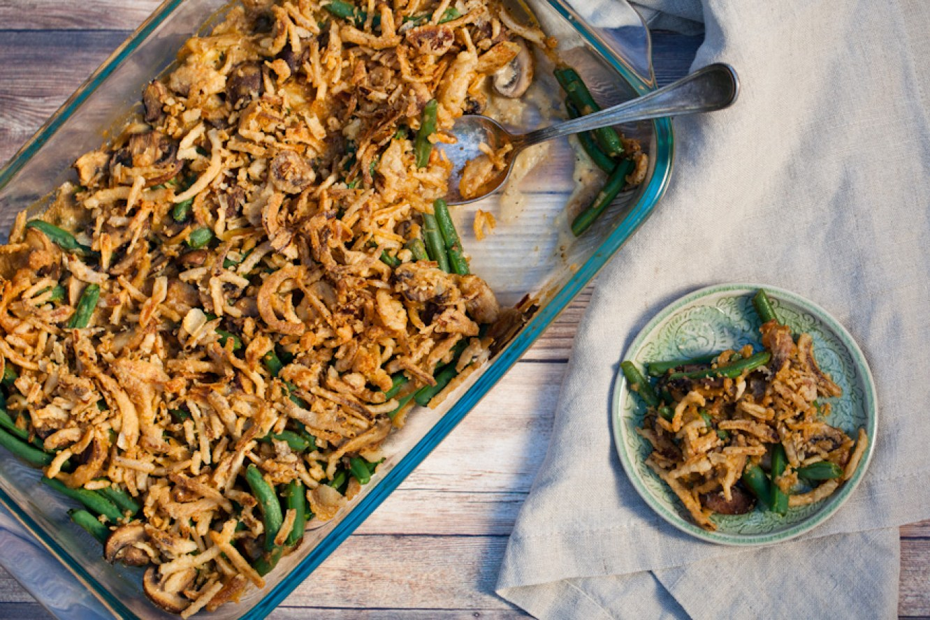 The ULTIMATE vegan green bean casserole! Gluten-free + Healthy | A simple, delicious Thanksgiving side dish your whole family will love!