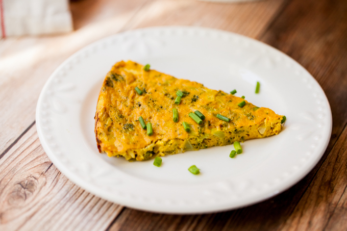 EASY Vegan Frittata with Broccoli & Leeks! Healthy, delicious, and gluten-free   The PERFECT brunch recipe   Make the day before and bake in the morning for a quick breakfast