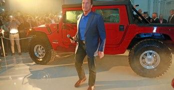 Arnold Schwarzenegger reveals ELECTRIC Hummer H1 from Kreisel Electric