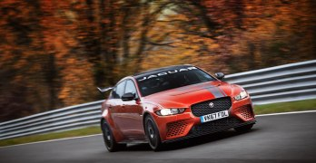 Jaguar XE SV Project 8 is the FASTEST saloon car…in the World (video)