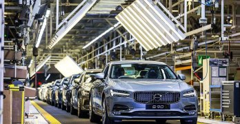 The 100,000th Volvo S90 rolls out in China