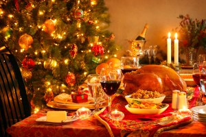 christmas-dinner-table-2716x1810-wines-to-enjoy-with-your-christmas-dinner-lifestyle-club-together-urumix-com_