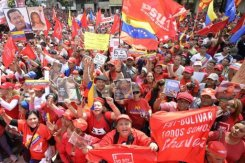 Simpatizantes de Chávez se concentram diante do palácio presidencial. Foto: ©afp.com / Leo Ramirez