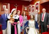 Vestimenta de la Samaritana y regalo de bastón de mando
