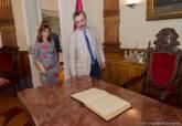 Recepción y firma en el Libro de Oro Manuel Cruz Presidente del Senado