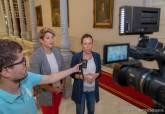La alcaldesa, Ana Belén Castejón, y la vicealcaldesa, Noelia Arroyo, durante sus declaraciones sobre el Anfiteatro