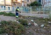 Limpieza de solares municipales en la Morería baja.