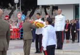 Arriado de bandera por la Fiesta Nacional