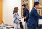 Reunión de alcaldesa y presidente de la Comunidad Autónoma en San Esteba para hablar del Mar Menor