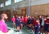 Alumnos jugando al rugby en el programa de la ADE