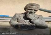Busto de Manuel Ardil derribado involuntariamente por un camión