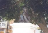 Inauguración del busto de Manuel Ardil en marzo de 2000