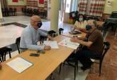 Visita de Manuel Padín al barrio de San Antón para comprobar el estado de los solares
