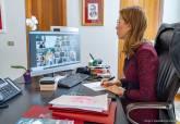 Ana Belén Castejón en videoconferencia con el presidente de la Comunidad Autónoma y el resto de alcaldes