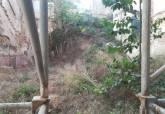 Limpieza y desratización de un solar en la calle Cuatro Santos