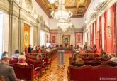 Sesión del pleno, con temporizador para controlar la duración de las intervenciones