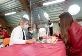 Noelia Arroyo y Diego Ortega visitan el nuevo local de la Escuela de Ajedrez Lapuerta