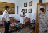 Cristina Mora, con los buceadores del CBA.