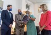 La alcaldesa recibe a los responsables de las jornadas de la OTAN sobre explosivos improvisados