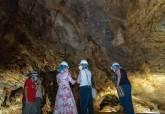Excavaciones en Cueva Victoria.