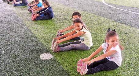 Niños más sanos y felices haciendo deporte