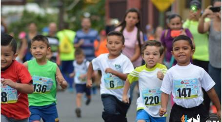 Niños disfrutaron del Atletismo en Carrera del Gym Up
