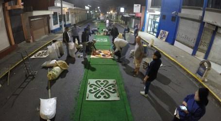 Fe y Devoción en elaboración de alfombras para La Pasada