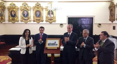Hospicio de Huérfanos de Cartago ya tiene su retrato en Salón de Beneméritos