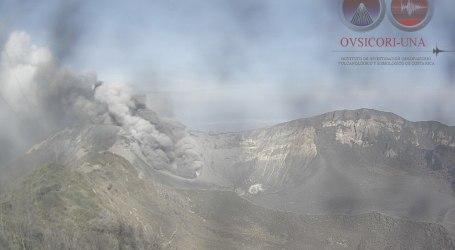 Escuelas afectadas por erupciones del volcán Turrialba permanecerán cerradas este lunes