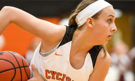 Lady Cyclones bounce back with win; Cyclones unable to recover in loss