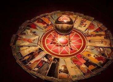 Cartomancie gratuite et immediate et taot divinatoire Denis La pierre en ligne afin de prédire votre avenir affectif