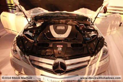 Mercedes E350 coupe engine photo