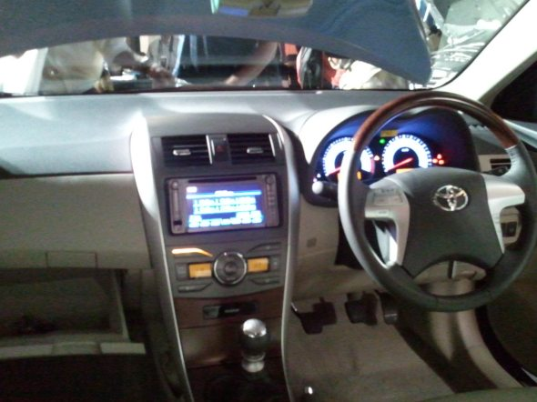 toyota altis interior photo 1