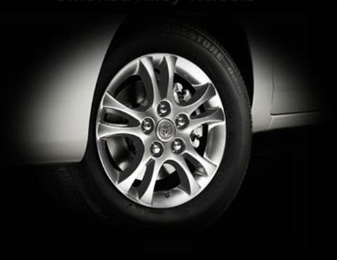 innova crysta smoked alloy wheels photo
