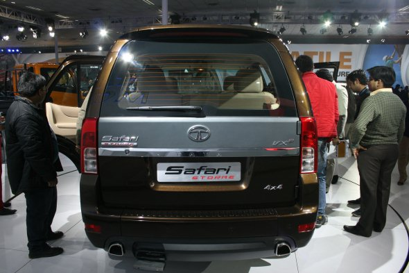 tata safari storme rear photo