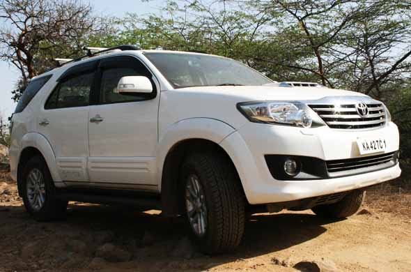 toyota fortuner side profile photo