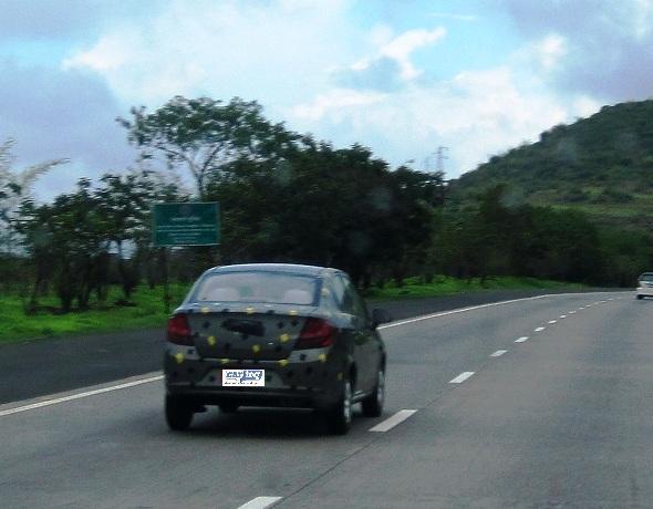 sail-notchback-sedan-photo