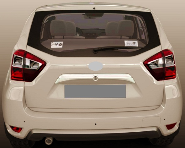 Nissan-duster-compact-suv-rear-photo