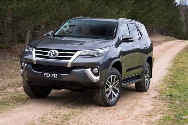 2016 Toyota Fortuner SUV 10