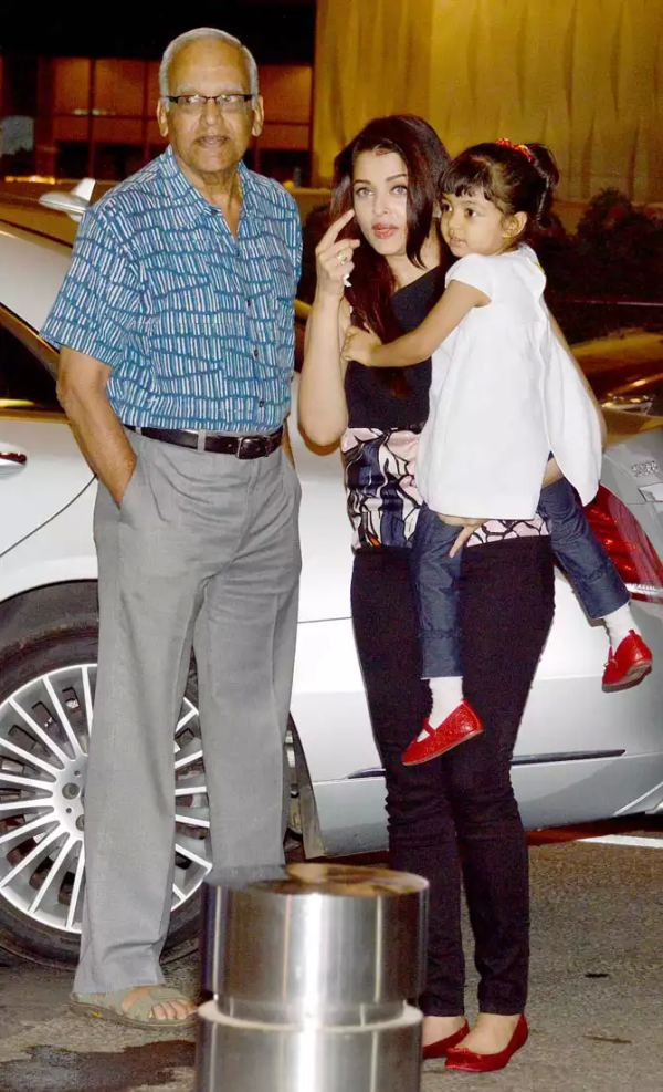 Aishwarya Rai with her W222 Mercedes Benz S-Class 1