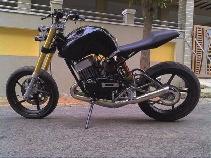Motoexotica's Yamaha RD350 Streetfighter Custom 3
